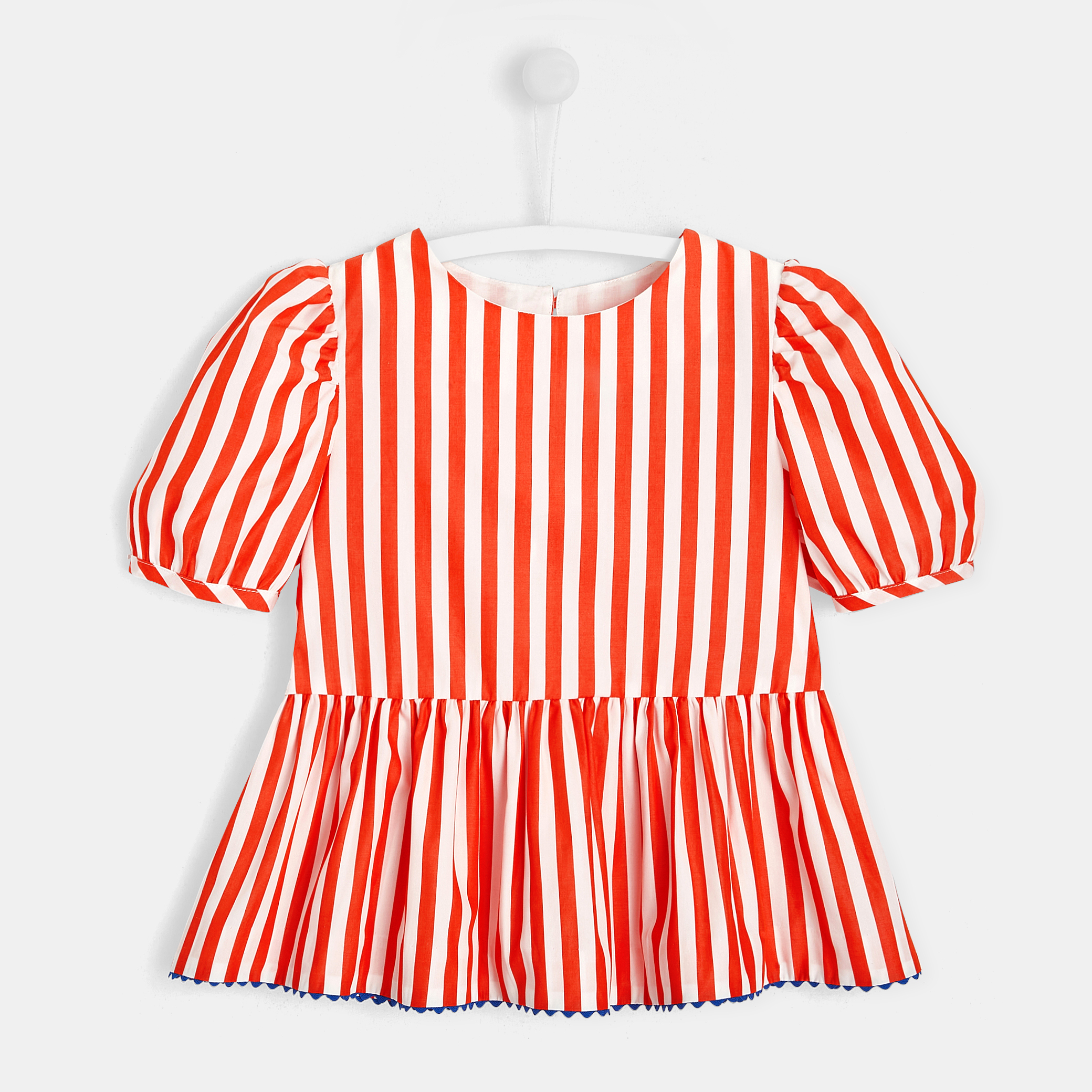 Girl blouse with balloon sleeves